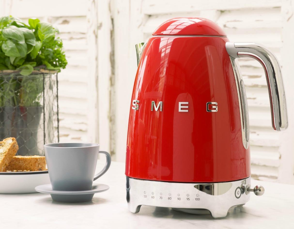 Smeg's New KLF04 Kettle Brews at the Perfect Temperature
