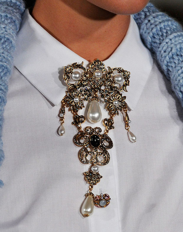 collar-ornate-brooch