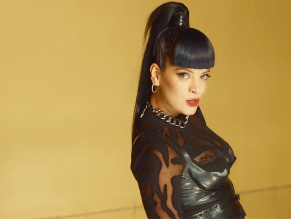 Lily Allen: Hard Out Here Video