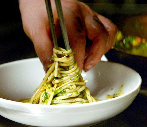 chef-pasta-aglio-e-olio