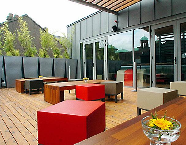 SUAS Rooftop Bar