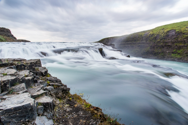 Iceland-travel-guide-waterfall