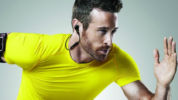 what your boyfriend really wants for christmas sports jabra pulse earphones