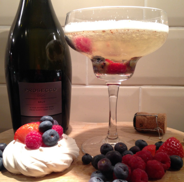 Eton mess Prosecco cocktail