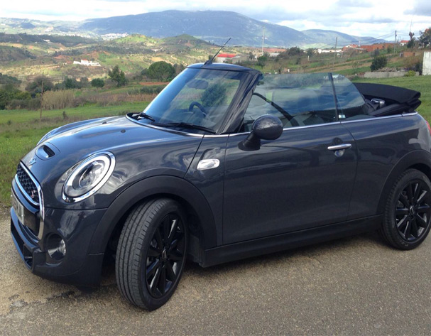 MINI adventures – the new Convertible collection