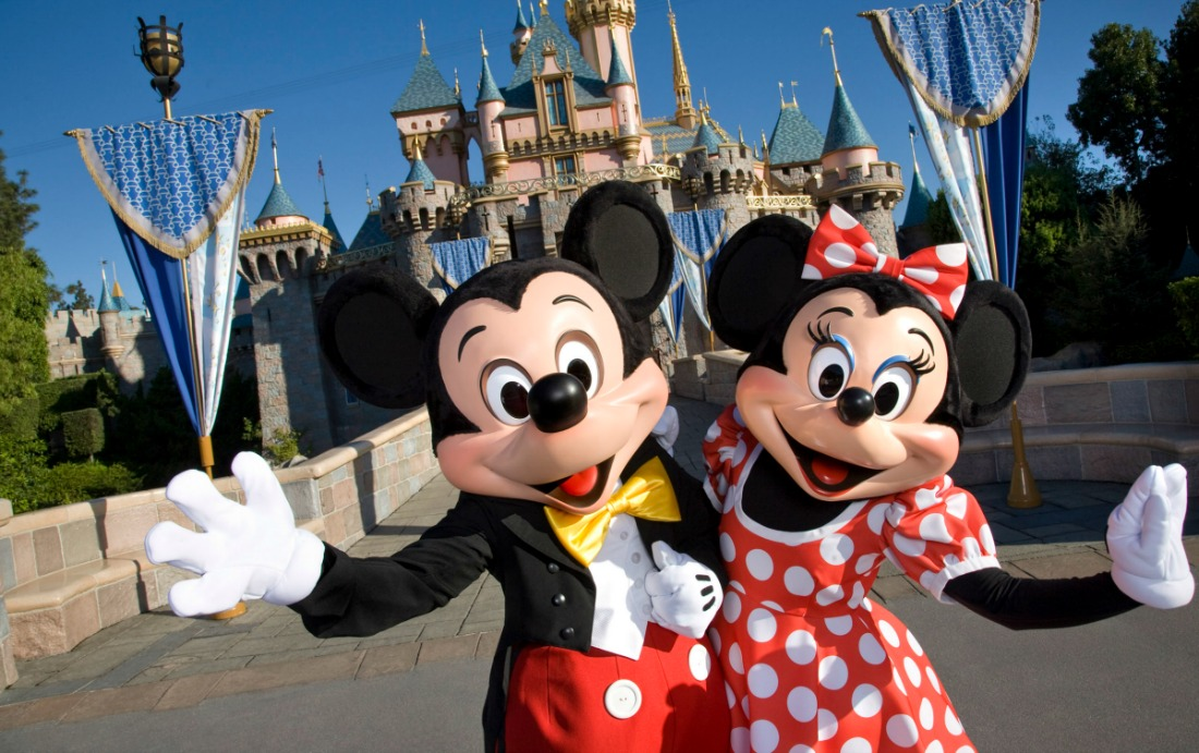 Disneyland-Mickey-Minnie-Mouse