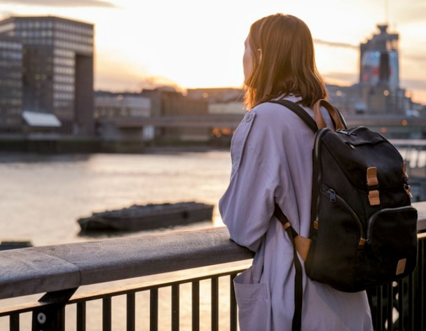 Knomo #LiveFree Backpack: 24/7 Bag with wireless charging
