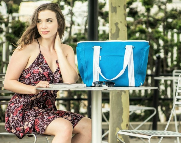 DEZZIO: Functional Beach Bag