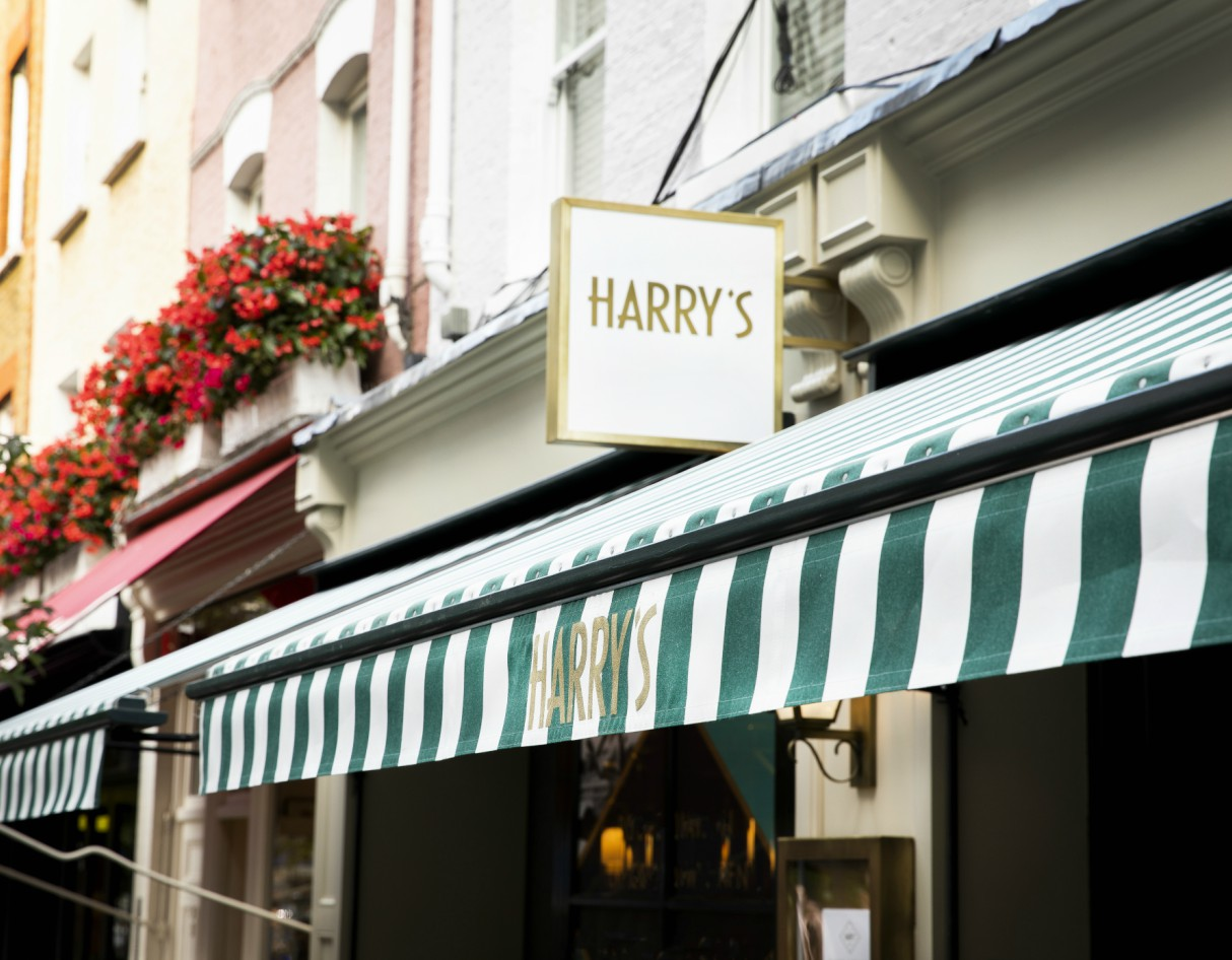 harrys-london-dining-review-exterior